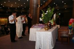 15.05.26/平和への巡礼・沖縄�C/代表献花.JPG